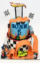 Hot Wheels cake.